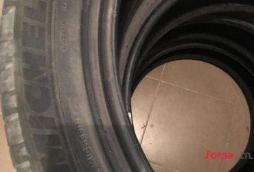 A vendre quatre pneus Michelin