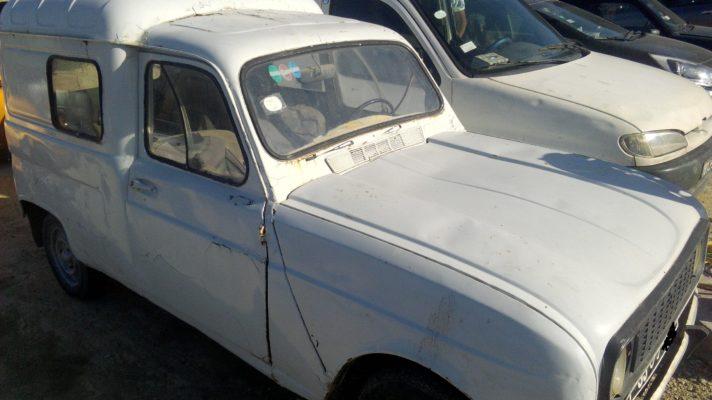 Renault R4F4 (R2106)- 5Pl/5Ch Année 1981 Prix= 1400Tnd
