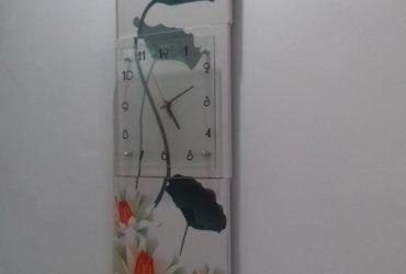une montre muralle