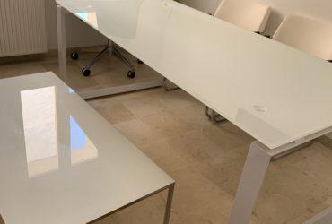 a vendre une table de bureau ou de reunion