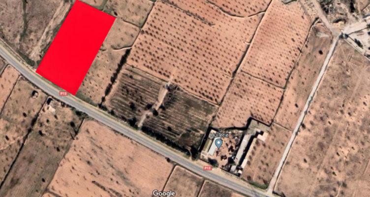 ارض للبيع على يمين طريق منزل شاكر.