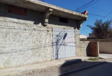 دبو للبيع غار الدماء (اخر حي الزهور) … المساحة الجملية 400م ² و 165م² مغطاة….  للاتصال: 25908046