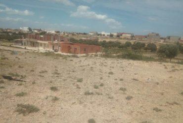 قطعة ارض صالحة للبناء بالقلعة الصغرى قرب السيلون