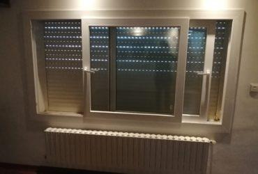 A vendre 1 fenêtre coulissante SCHÜCO, 2 ventaux, double vitrage, 218/120cm