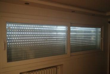 Une fenêtre coulissante SCHÜCO, 2 ventaux, alu, double vitrage, 295/95cm