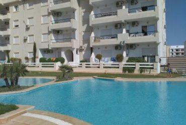 Appartement pieds dans l'eau dans une résidence avec piscine à chatt mariem sousse