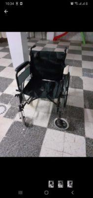 Chaise roulante utilisée à vendre à 230 TD