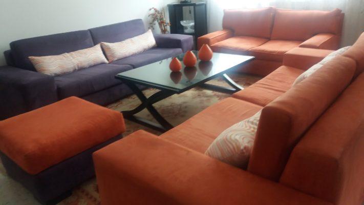 Privé: meuble salon deux canapés 3 places et 1 canapé deux place