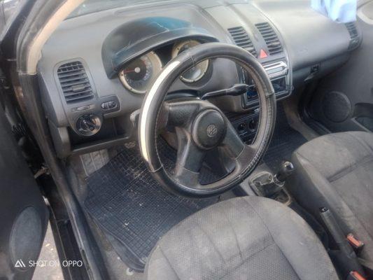 Polo 4 essence en très bonne état.