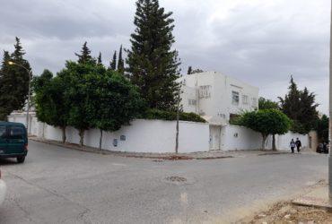 Vend villa à el menzah 6 pour projet